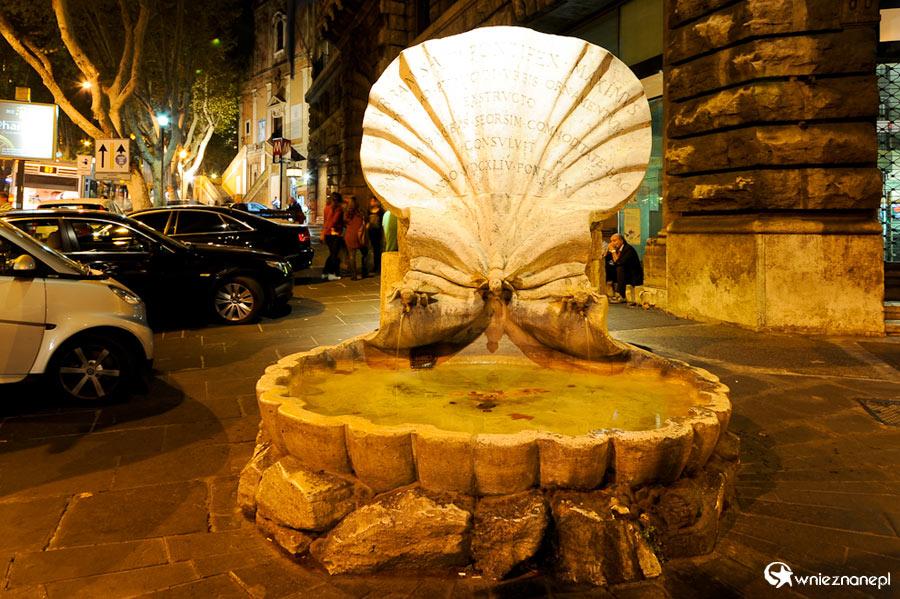Rzym. Fontana delle Api (Fontanna Pszczół) przy Piazza Barberini ...