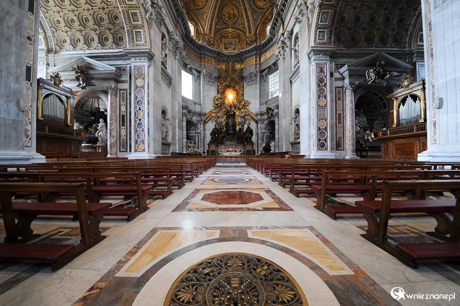 Watykan. Przepiękne wnętrze Bazyliki św. Piotra w Watykanie. - foto: wnieznane.pl